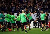 高清图:日本2-1伊拉克 补时惊险绝杀全队狂欢