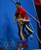 当地时间2012年8月1日,伦敦奥运会男子举重77公斤级决赛,吕小军破世界纪录夺冠。更多奥运视频>>...