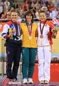 北京时间8月8日,2012年伦敦奥运会场地自行车女子竞速决赛,澳大利亚选手安娜-米尔斯夺冠。英国选手...