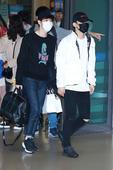 EXO六子结束颁奖礼返韩 超高人气机场引骚动