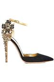 高跟鞋是最能带给女性自信与美丽的单品之一。Dsquared2 2012秋冬系列高跟鞋选用彩色花朵和水...