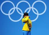 高清图:女举53公斤级祖尔菲娅摘金牌 喜极而泣