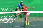 高清图:女网首轮张帅逆转晋级 双臂击球力道足