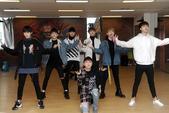 """搜狐娱乐讯 """"New World"""" SWIN中国巡回歌迷见面会将于3月19日在北京开启。随着时间的日..."""
