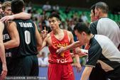高清:男篮红队大胜新西兰 赵继伟不满对手动作
