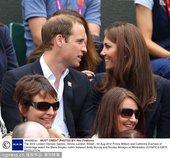 北京时间8月3日,英国的威廉王子与夫人卡特琳来到温布尔登球场,观看奥运会网球男子单打本土选手穆雷与阿...