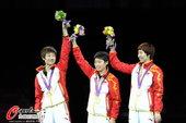 高清:中国女乒团体成功卫冕 登顶领奖台展团结