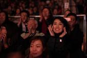 图文:姜宏波为《妈妈咪呀!》喝彩
