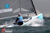 高清:帆船帆板比赛赛况 迎风而上小船破浪前行