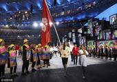里约奥运开幕式 中国香港美女队员举旗入场(图)