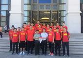 高清图:男篮红队接受爱国教育 参观军事博物馆
