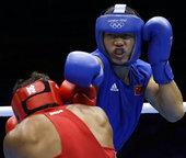 高清图:拳击男子81公斤级1/8决赛 孟繁龙出击