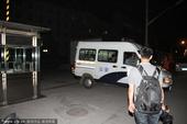 2014年05月30日讯,北京,30日凌晨,黄海波刑期将满,多家媒体记者朝阳看守所。因嫖娼被拘留15...