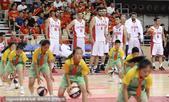 高清:中伊战篮球操表演占场地 伊朗队员干瞪眼