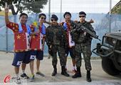 高清图:韩国俄罗斯美女PK 球迷着中韩国旗服饰