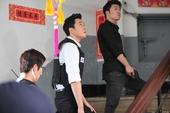 搜狐韩娱讯 韩国男演员苏志燮在主演新剧《幽灵》中完美变身刑侦人员,尽展充满气场的男人魅力。苏志燮将于...