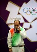 北京时间8月3日,2012伦敦奥运会射击比赛在皇家炮团军营结束男子50米步枪卧射决赛争夺。自1988...