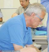 高清:曼萨诺赴医院探望登巴巴 莫雷诺瓜林焦急