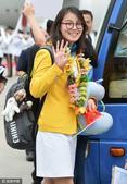 高清图:内地精英代表团访香港 傅园慧招手致意