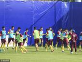 高清图:U22国足武汉集结 刻苦训练备战热身赛