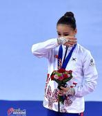孙妍在个人全能决赛夺金 艺体萝莉激动落泪(图)