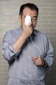 陈凯歌拍写真玩文艺 胸前挂鼠标体验《搜索》