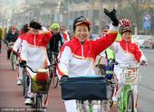 高清图:百余名骑友骑游三江两岸 喜迎2016新年