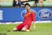 高清图:中国杯季军战 王靖斌头槌救主滑跪庆祝