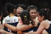 八年后再进奥运四强 中国女排姑娘喜极而泣(图)