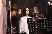 10月26日下午,尚雯婕在北京New Vision录音棚内为3D科幻喜剧电影《不可思异》录制主题曲《...