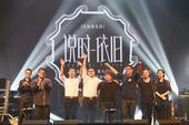 搜狐娱乐讯 11月8日、9日,好妹妹乐队携新发行的怀旧专辑《说时依旧》登陆上海商城剧院,带来《说时依...
