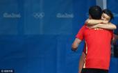 2016年8月14日,巴西,2016里约奥运会跳水女子3米板决赛,施廷懋与教练庆祝夺冠。