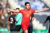 亚预赛U23国足2-1日本 邓涵文破门霸气庆祝(图)