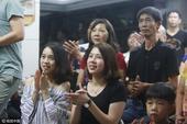 高清图:家人关注林超攀比赛 两美女姐姐引注目