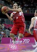高清图:俄罗斯女篮险胜土耳其 哈蒙送关键上篮