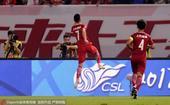 高清图:上港2-2平恒大 武磊梅开二度激情庆祝