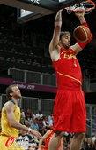 高清图:西班牙男篮对战澳大利亚 小加强硬单打