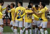 高清:申鑫5-0狂胜中优 比罗比罗破门拥抱队友