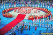 2008年8月24日,奥运会闭幕式在鸟巢进行。图为闭幕式上各国运动员代表团入场。搜狐体育 程宫/摄更...