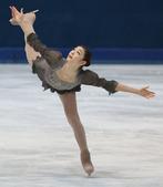 高清:金妍儿复出完美表演 冰面上飞翔宛如天人
