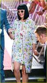 搜狐娱乐讯 当地时间3月4日,凯蒂佩里现身悉尼出席活动,她一身印花潮装,春日气息浓郁。