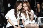 搜狐韩娱讯 2013年春季首尔时装周于3月26日在首尔汉南洞布鲁斯广场举行。miss A成员孟佳和F...
