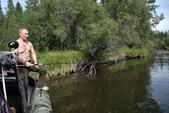当地时间2017年8月4日,俄罗斯图瓦共和国,俄总统普京现身当地度假,潜水游泳并亲自体验鱼叉捕鱼。