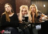 高清图:俄罗斯球迷国内观战 美女球迷惊呆了!