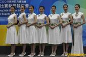 8月2日,北京奥运会马术比赛颁奖礼仪小姐与升旗手在香港亮相。