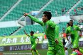 高清:新疆1-0小胜智诚 阿卜杜力进球一指飞扬