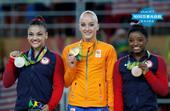 高清图:平衡木荷兰选手夺金 狂吻金牌难抑喜悦