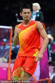 北京时间8月1日,英国温布利体育馆内,2012年伦敦奥运会羽毛球第五个比赛日的比赛激战正酣。男单方面...