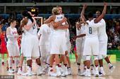 高清图:美国女篮擒西班牙卫冕 众女将相拥庆祝