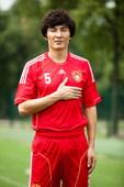 11月1日,中国足协及中国国家队2012全新标识正式启用,新标识将出现在中国国家队新款主场球衣胸前,...
